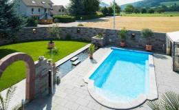 pool swimmingpool platten stein umrandung einfassung gartenbau